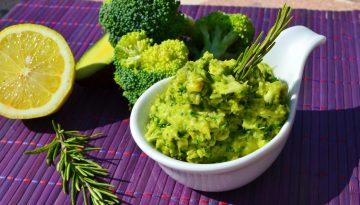 Broccoli, rosemary and avocado dip recipe for hormone balance