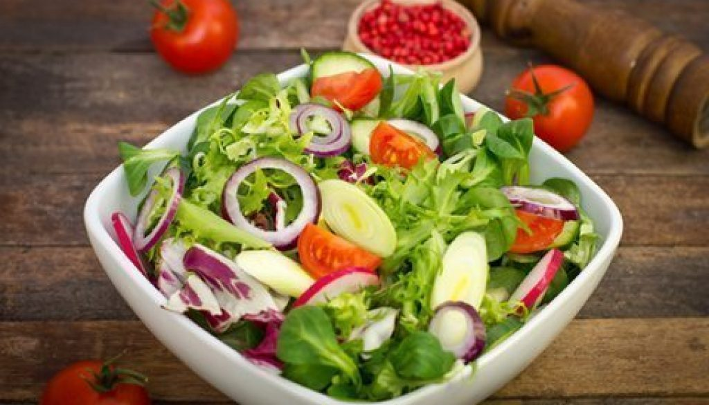 Raw food salads to refresh and rejuvenate