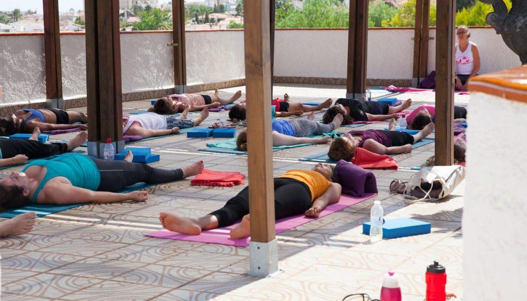 Yoga breathing - three part breath (dirga pranayama)
