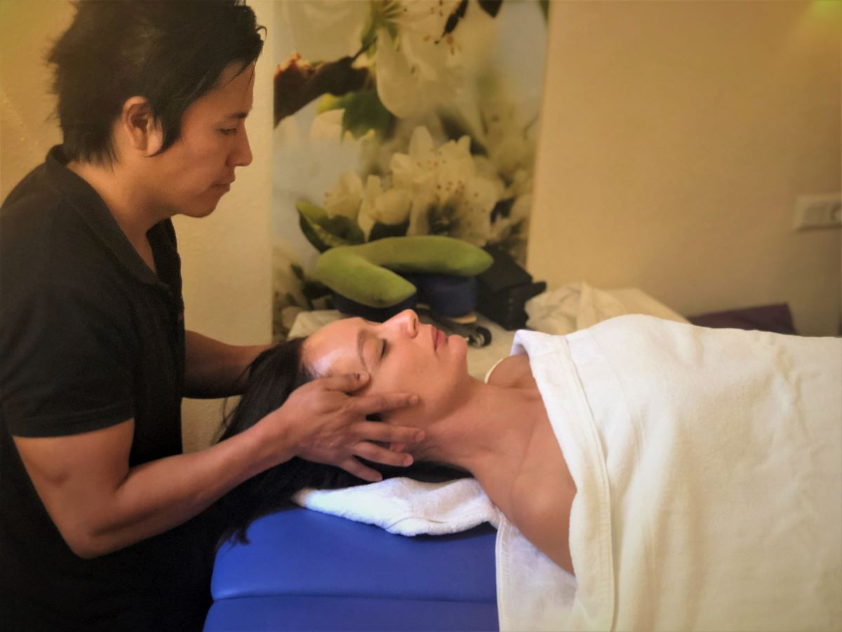 Holistic treatments and therapies to relax at la Crisalida Retreats